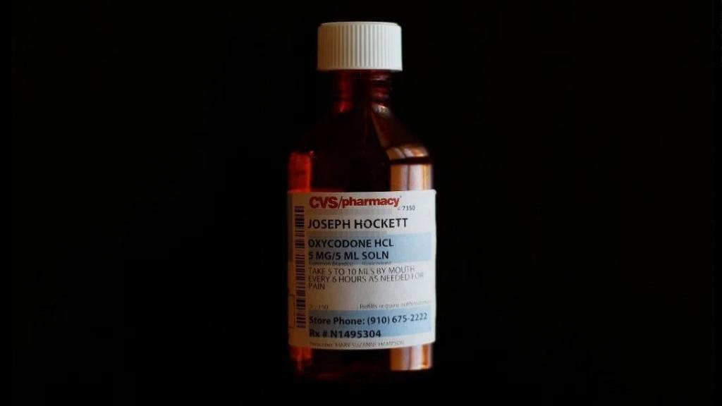 محلول اکسی کدون (Oxycodone): کاربرد، روش مصرف، عوارض جانبی و تداخلات دارویی آن