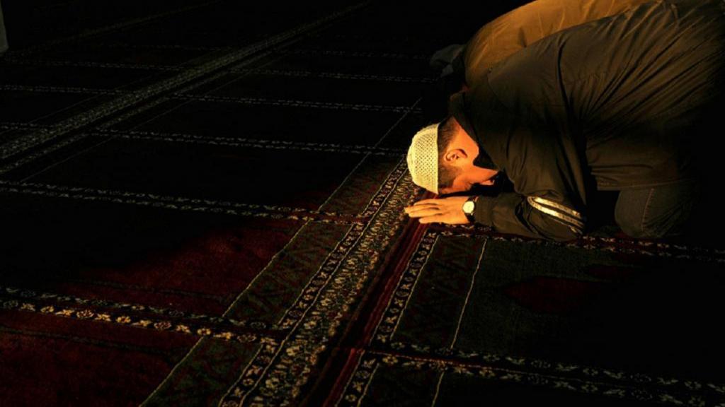 روش خواندن نماز شب؛ آثار، فضایل و فواید نماز شب برای سلامتی
