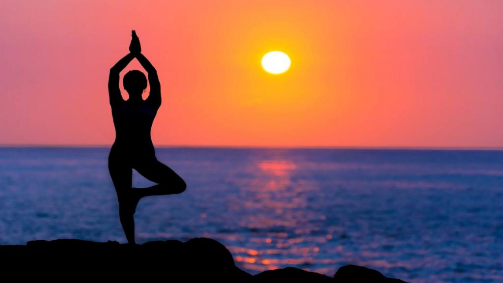 7 حرکت مناسب در یوگا برای درمان یبوست