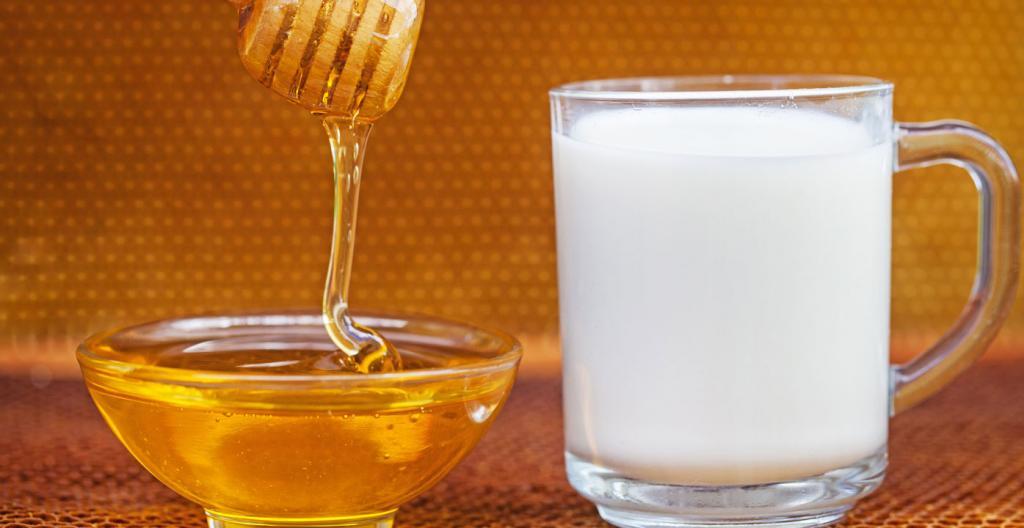درمان جوش سرسیاه با شیر و عسل