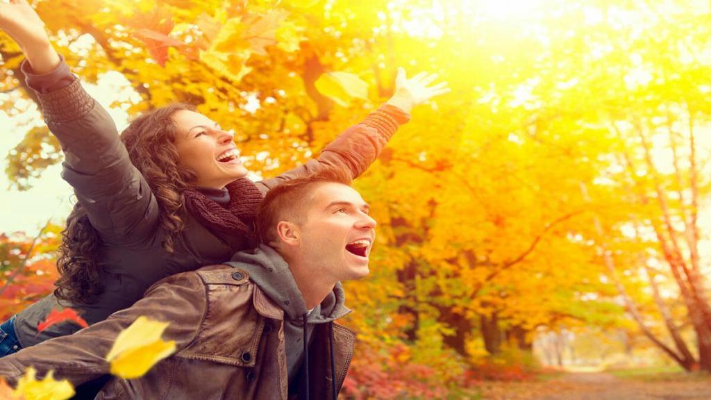 متن عاشقانه شاد پاییزی، دخترونه، کوتاه و بلند | جملات شاد و پر انرژی برای پروفایل