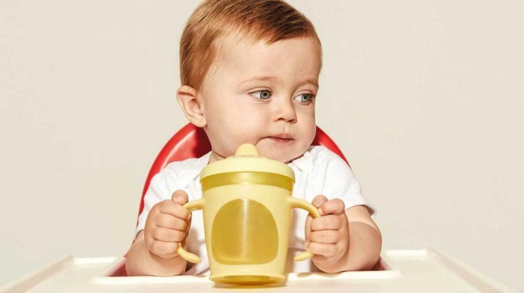 زمان مناسب برای آشنا کردن کودک 6 تا 9 ماه با فنجان