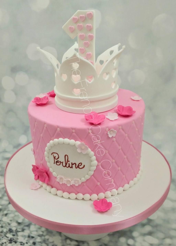 عکس کیک مدل تاج سفید صورتی