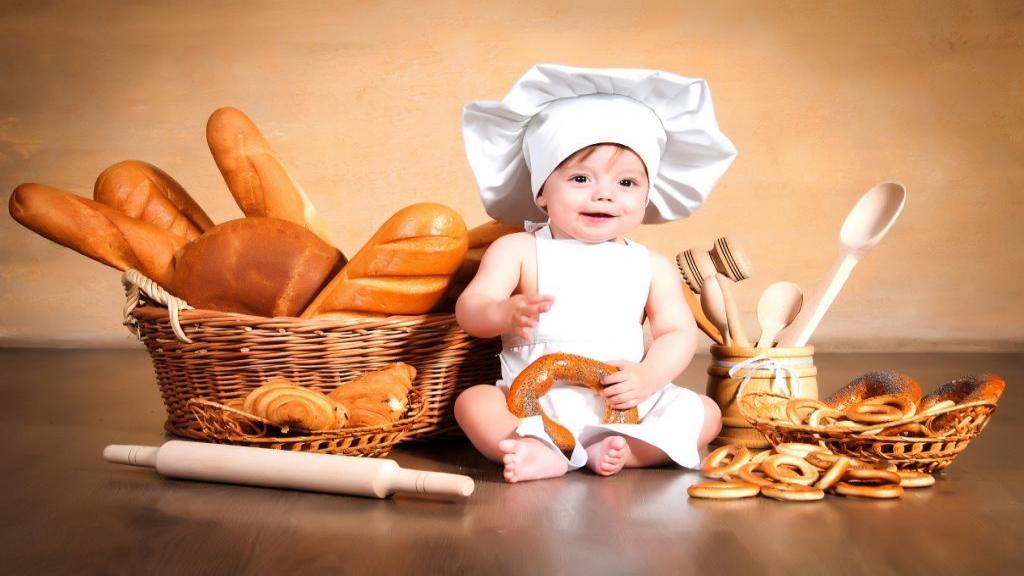 سن نان دادن به کودک و نکات + طرز تهیه غذا با نان برای نوزاد