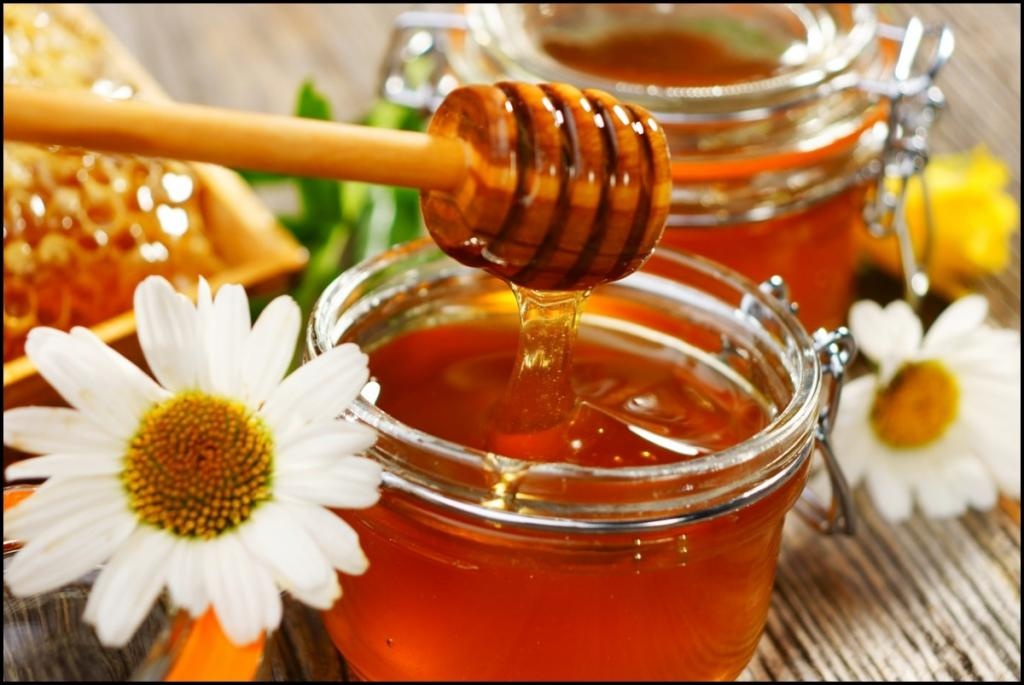 عسل: پاک کننده طبیعی آرایش