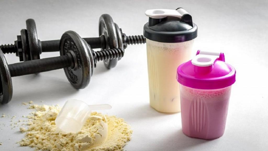 تفاوت بین انشور و انشور پلاس چیست و آیا با نوشیدن پروتئین انشور می توان وزن کم کرد؟