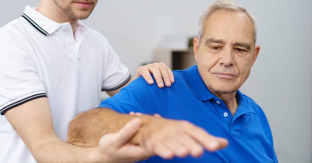 چه موقع برای شکافته شدن و ترک خوردن ناخن به پزشک مراجعه نمایید؟