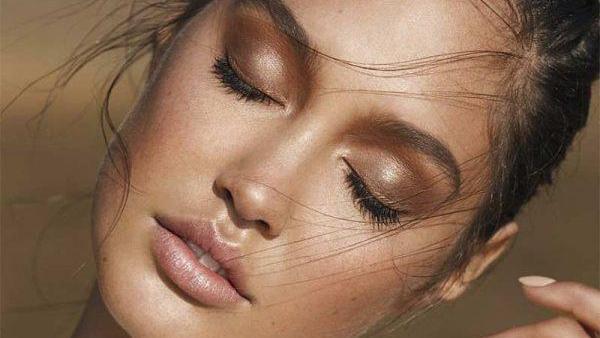نکات آرایشی فوق العاده برای خانم هایی که پوست تیره دارند
