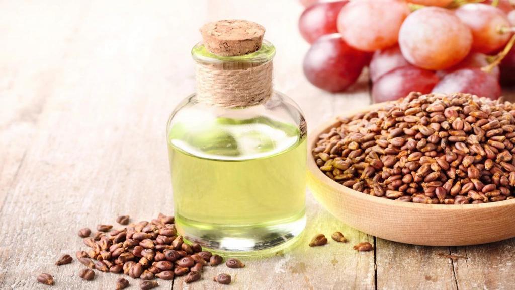 خواص عالی روغن هسته انگور برای مو و روش استفاده از آن