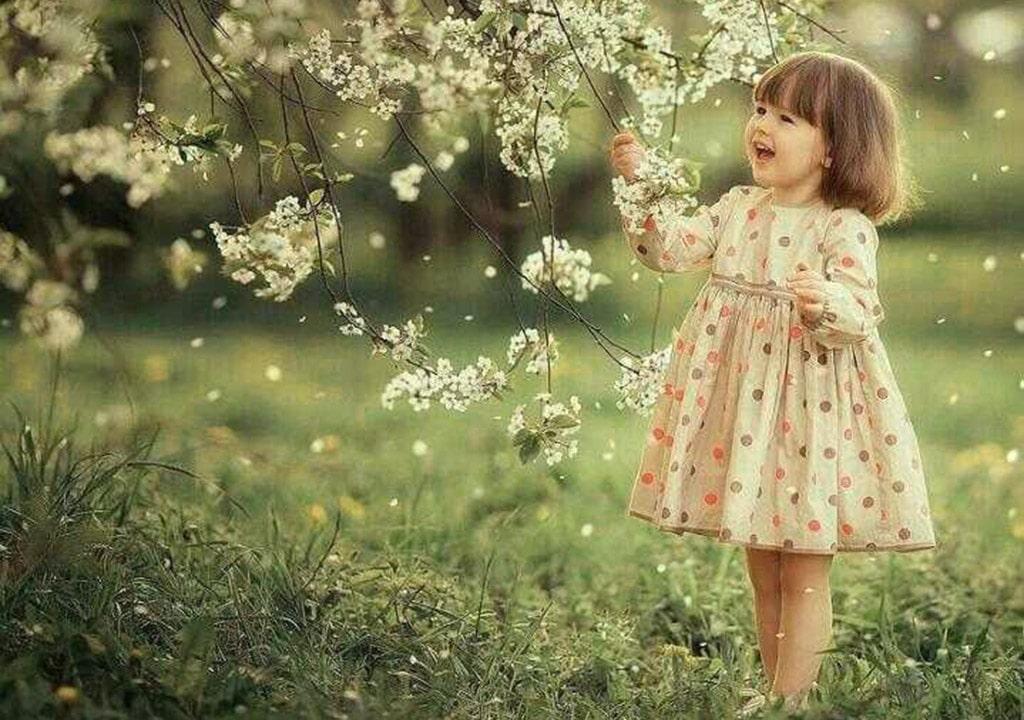 عکس شاد بهاری دختر بچه