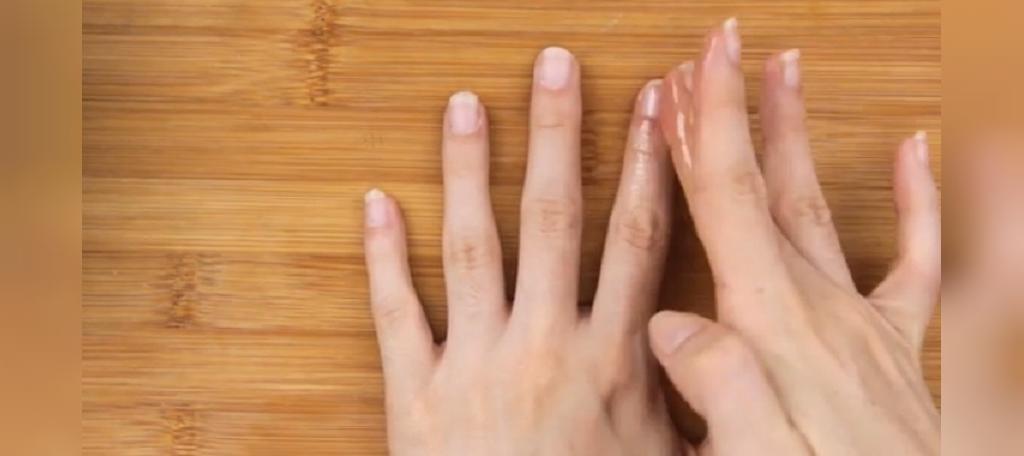 جدا کردن چسب ناخن از روی ناخن ها