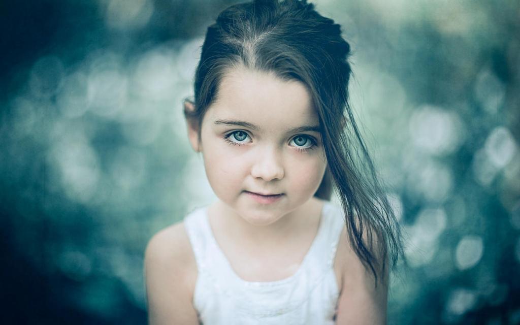 دختر بچه زیبا و چشم رنگی
