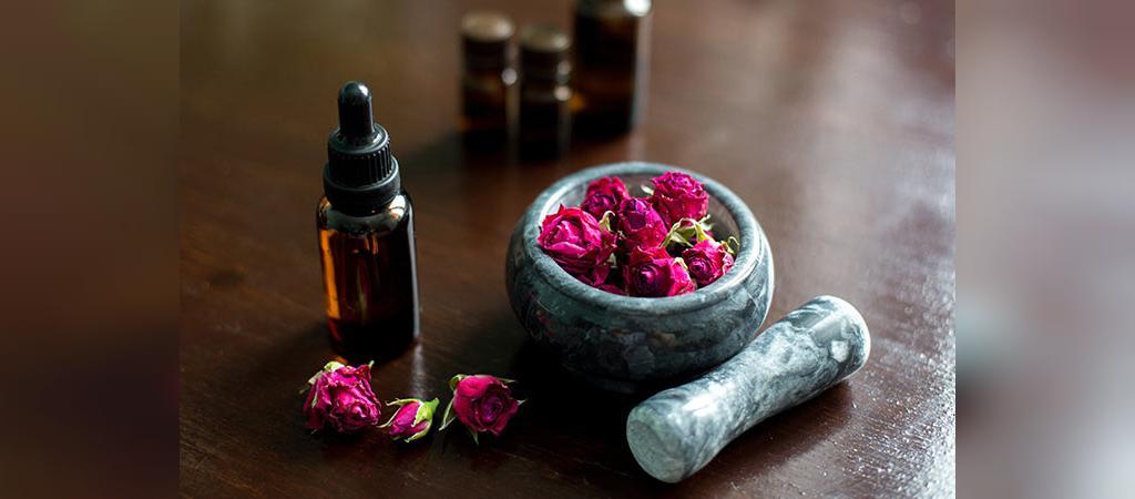 درمان خانگی موثر برای ترک خوردگی پاشنه پا با گلاب و گلیسیرین