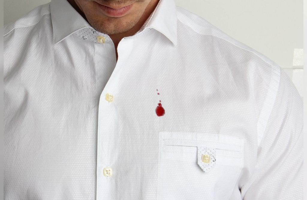 پاک کردن لکه های خون  با جوش شیرین
