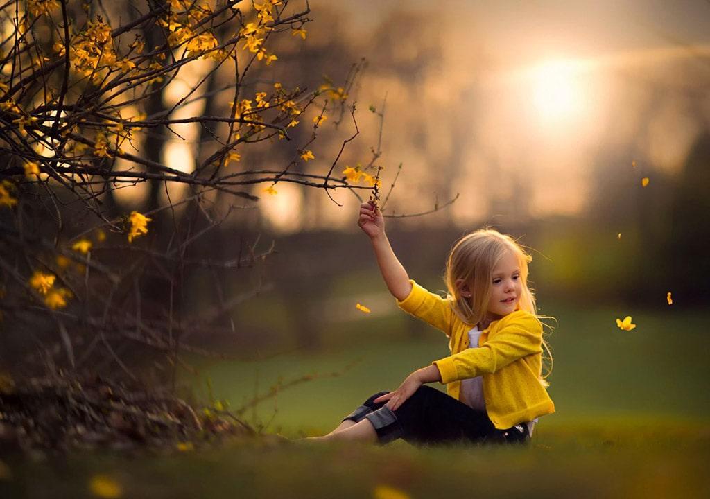 عکس دختر بچه در فصل بهار جدید