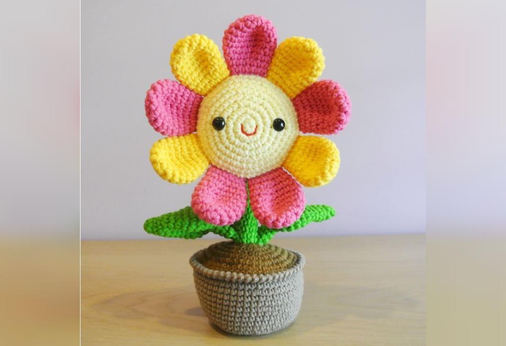 مدل گل عروسکی بافتنی با میل و کاموا