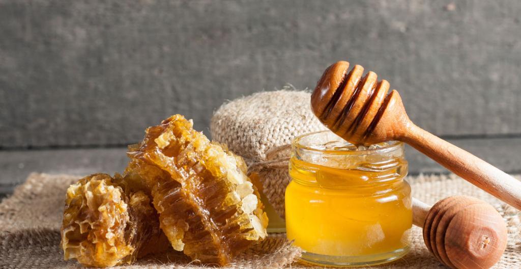 درمان جوش سرسیاه با عسل