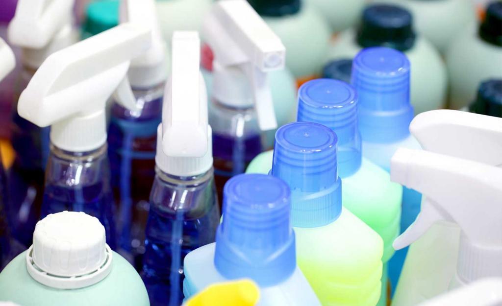 چگونه می توان تمیز کردن خانه را تا حد امکان بی خطر کرد؟