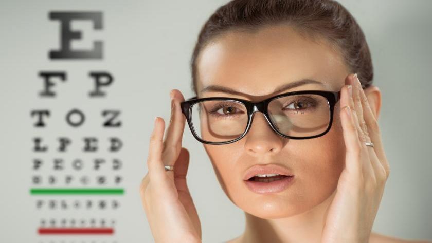 برای سالم ماندن چشم چه باید کرد؟ معرفی 10 روش بهبود بینایی