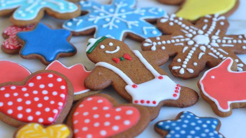 طرز تهیه رویال آیسینگ رنگی خانگی با پودر تارتار برای تزیین