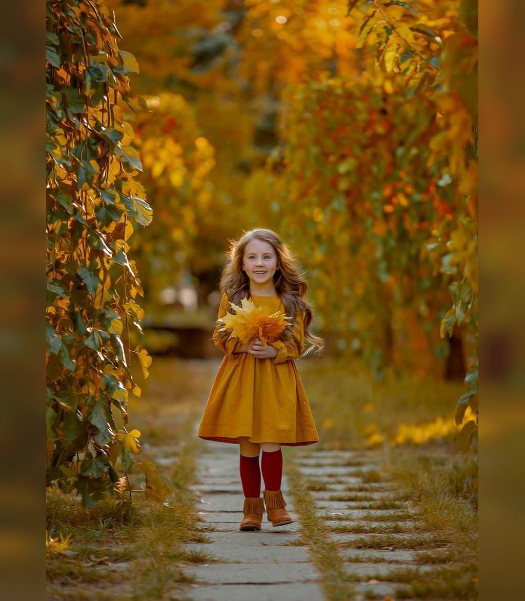 ژست عکس پاییزی کودکانه