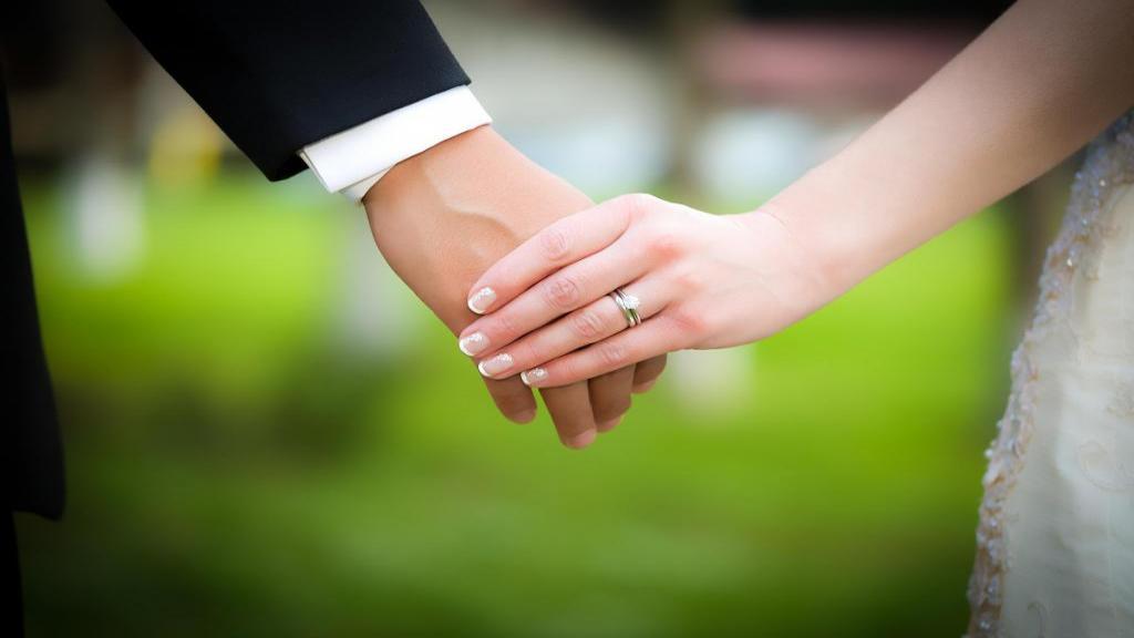 متن عاشقانه برای همسر + جملات زیبا و احساسی برای تبریک نامزدی