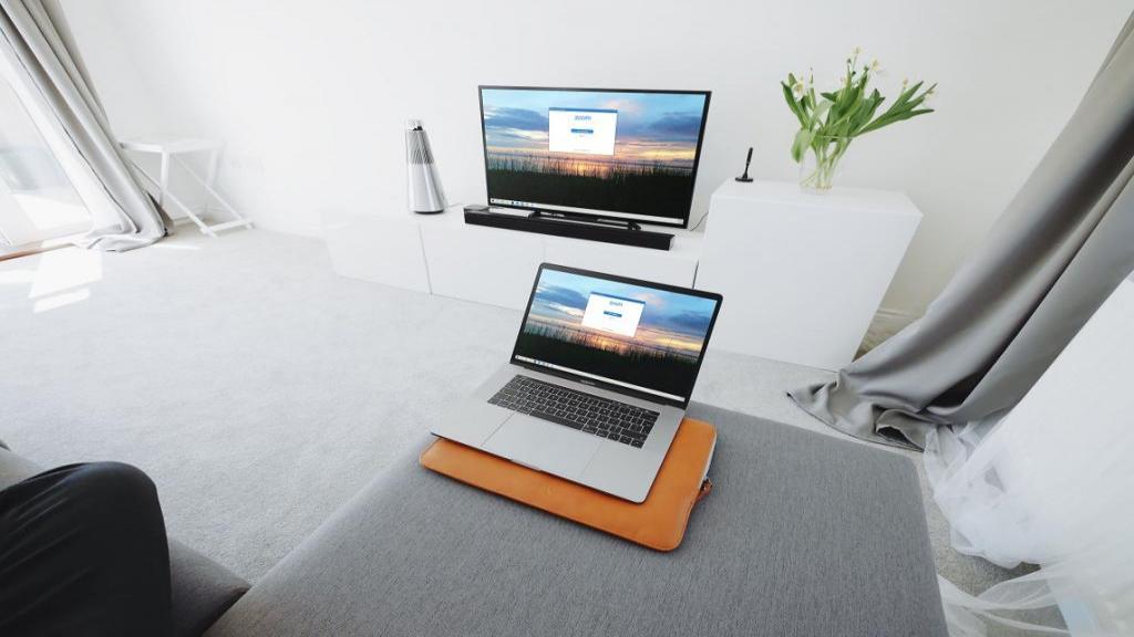نحوه وصل كردن لپ تاپ به تلويزيون با کابل و بدون کابل