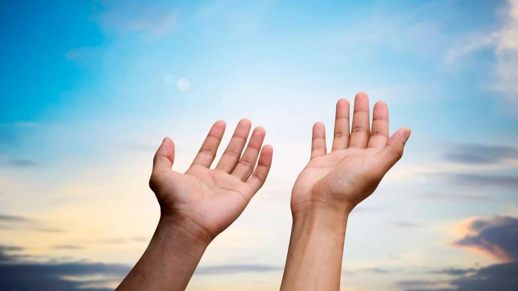 متن دعای عهد با ترجمه + فضیلت، اثرات و زمان خواندن آن