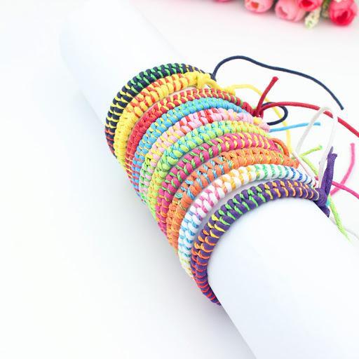 عکس انواع دستبند بافتنی دورنگ ساده