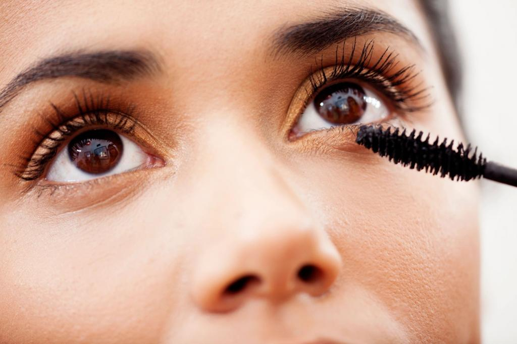 آنچه که خانم ها باید در کیف آرایشی خود داشته باشند