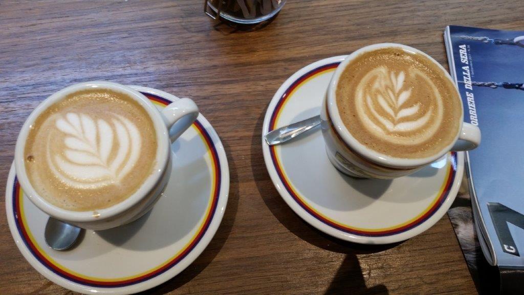 قهوه سفید چیست؟ طعم، فواید و تفاوت آن با قهوه سیاه + روش دم کردن آن
