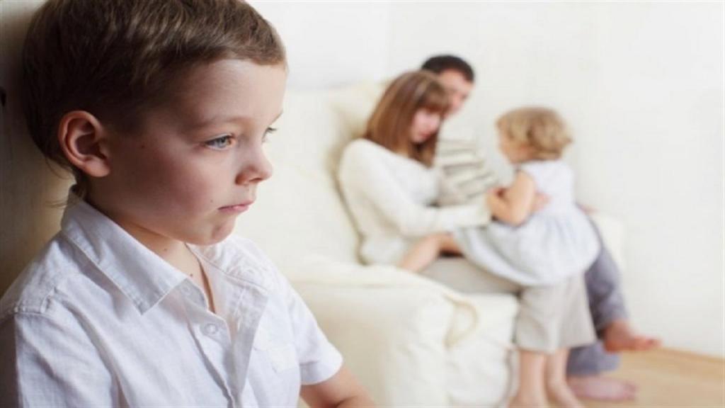 6 اشتباه والدین که باعث بروز حسادت در کودکان می شود + بهترین راه های مقابله با حسادت کودکان