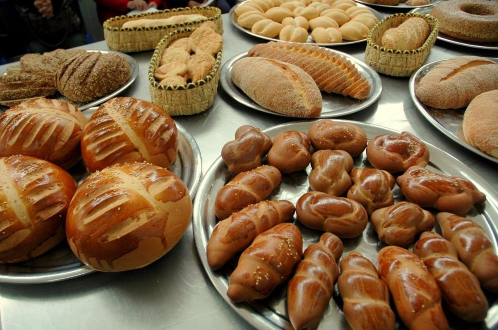 اقدامات احتیاط آمیز در هنگام نان دادن به کودکان
