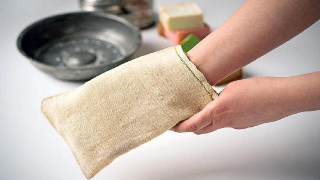 فواید لایه برداری پوست بدن با کیسه کشیدن و سفیداب در حمام