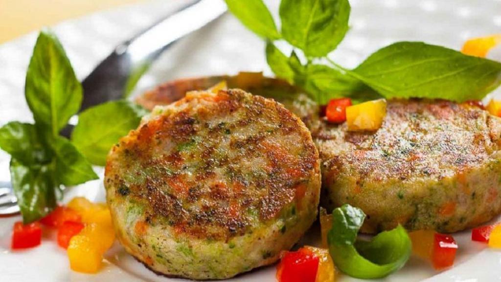 طرز تهیه کوکو سبزیجات رژیمی و خوشمزه با سیب زمینی و کدو