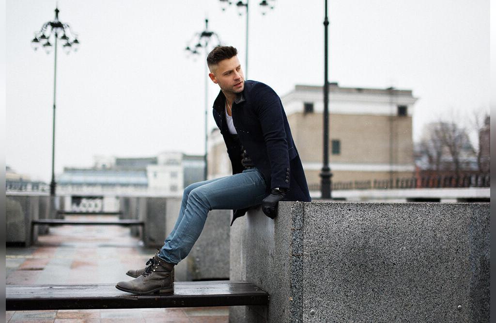 ژست عکاسی نشسته مردانه