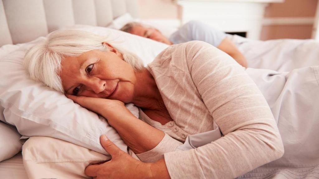 درمان زانو درد شبانه؛ چگونه از درد زانو در هنگام خواب خلاص شویم؟