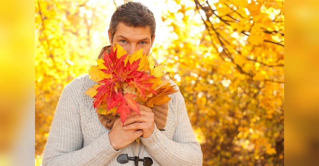 ژست خاص مردانه عکس در طبیعت پاییزی