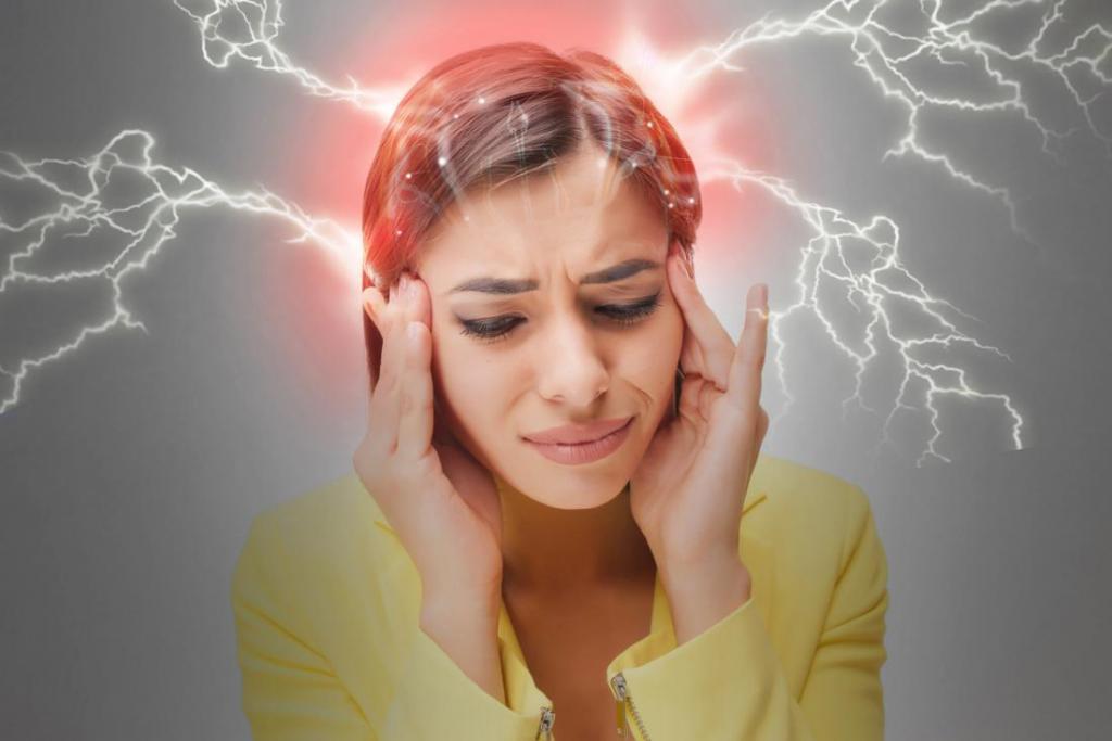 سردردهای تنشی از دلایل بروز چشم درد و حالت تهوع