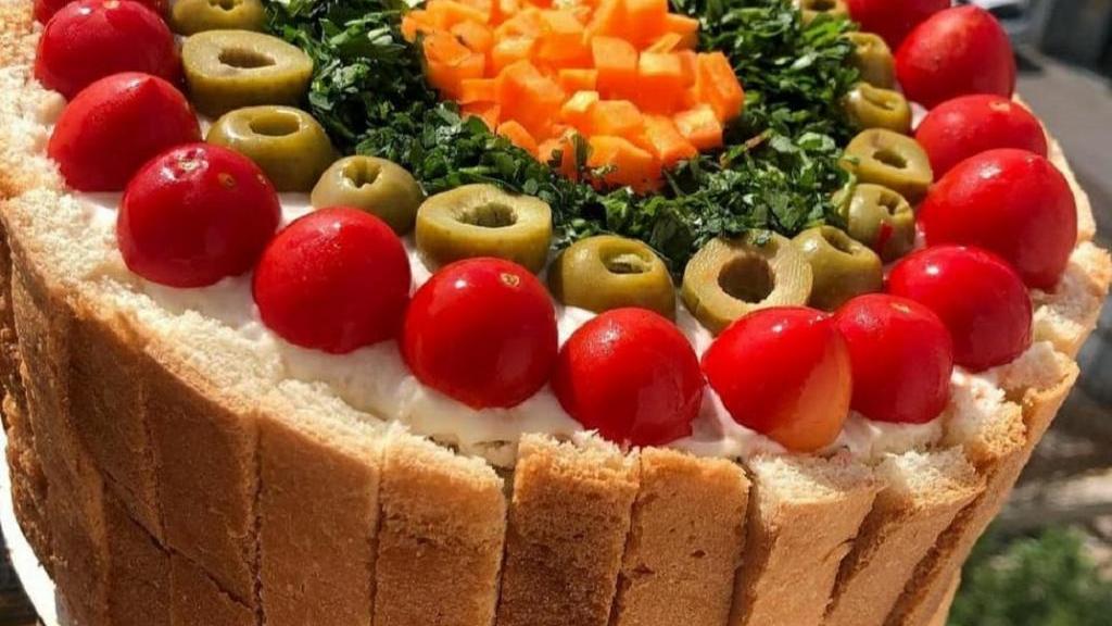 طرز تهیه کیک مرغ ساده خوشمزه و مجلسی با نان تست و گردو