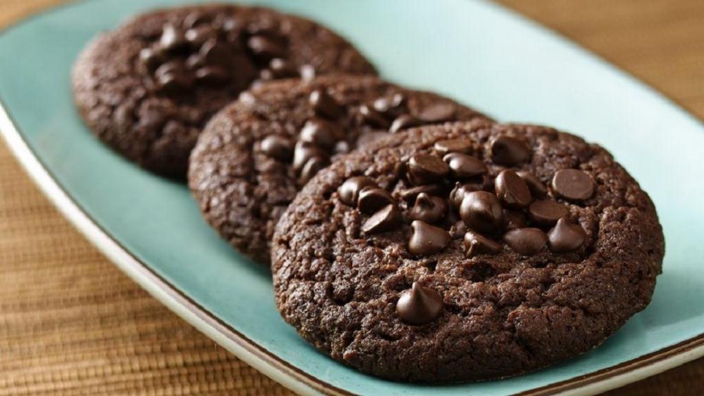 طرز تهیه کوکی شکلاتی کره ای ترد و خوشمزه خانگی مرحله به مرحله