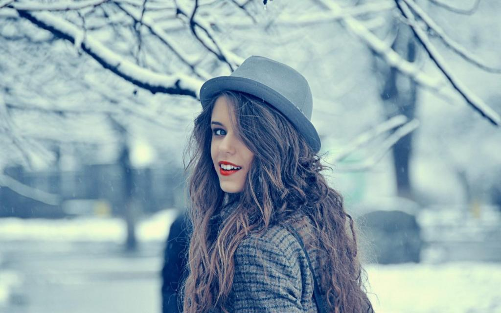 ژست عکس زمستانی دخترانه شیک و ساده