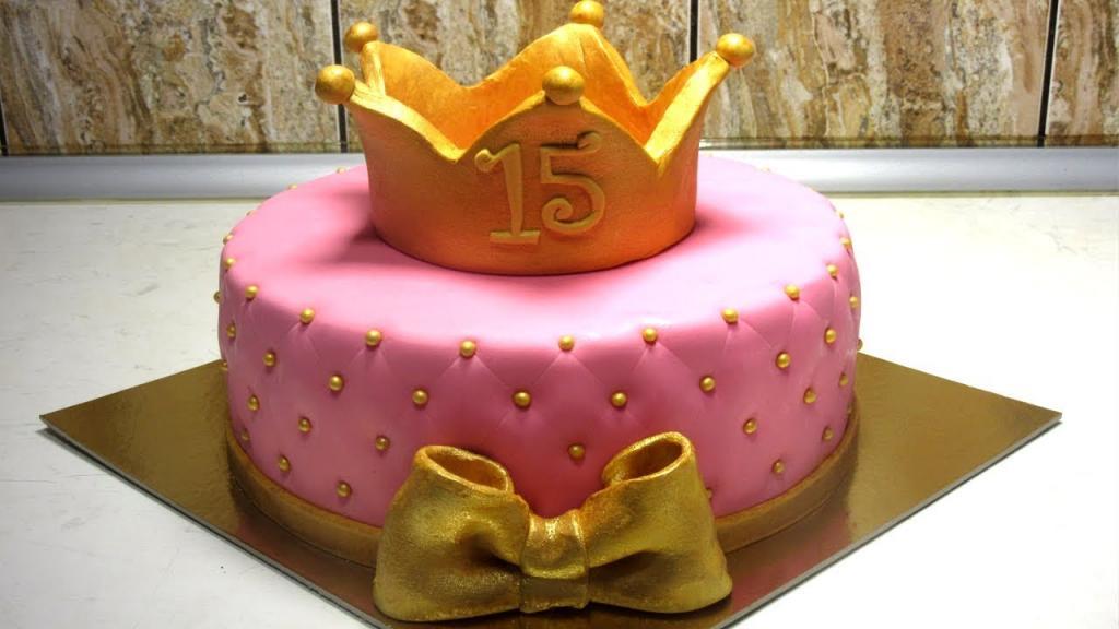 عکس مدل کیک تولد تاج صورتی دختر