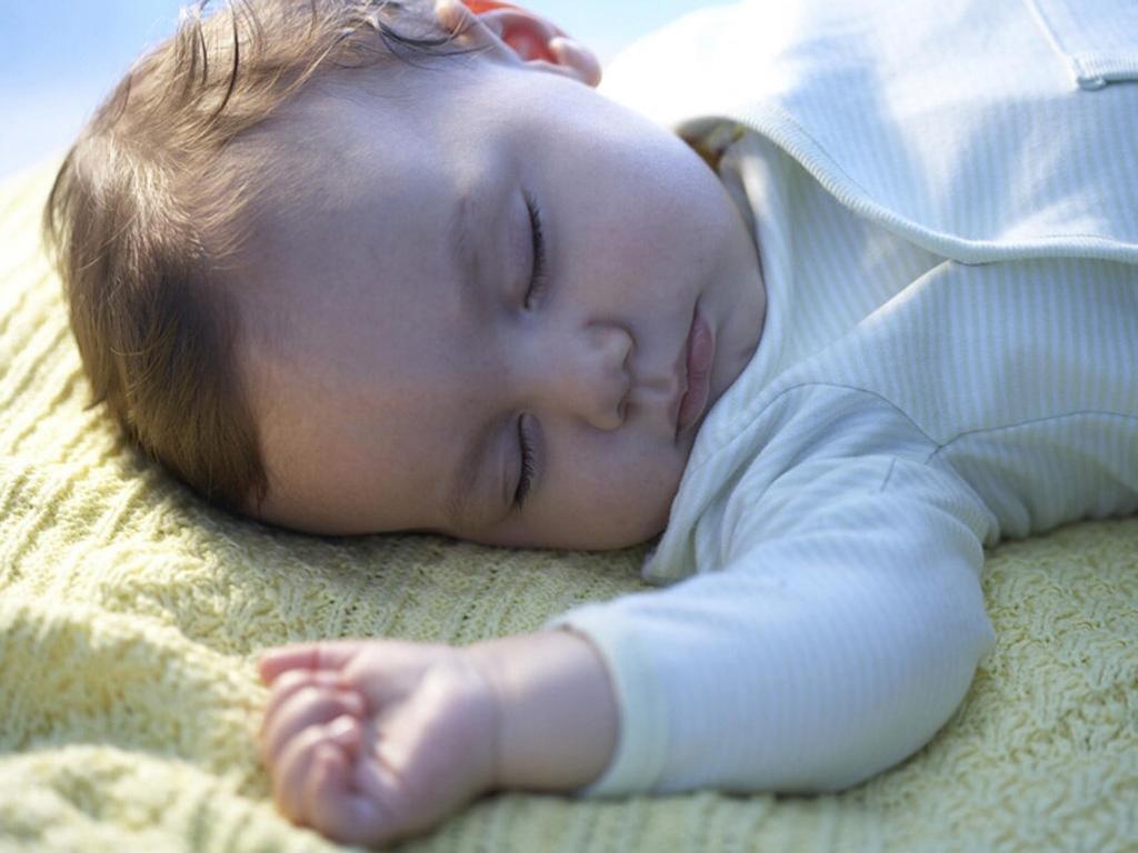 چرا کودک در هنگام خوابیدن به پشت در پوزیشن رفلاکس دفاعی می خوابد؟