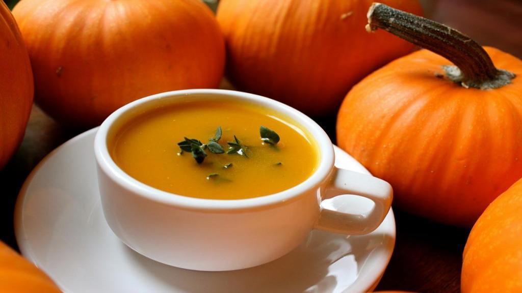 طرز تهیه سوپ کدو حلوایی ساده خوشمزه و مجلسی با خامه