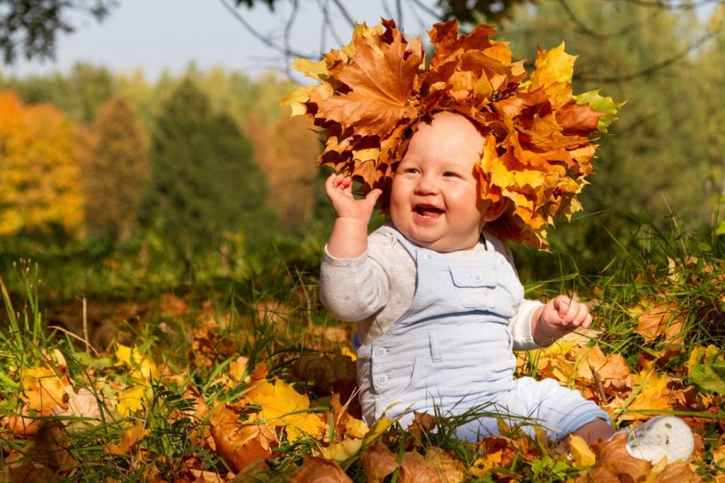 ژست عکس پاییزی نوزاد