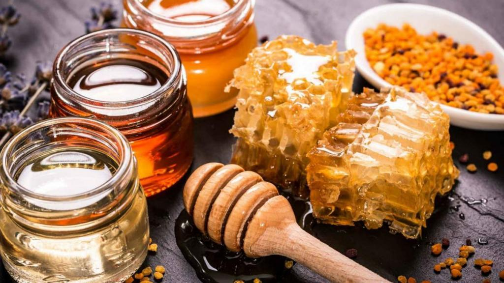 تفاوت عسل خام با عسل معمولی + مزایا و خطرات عسل خام برای بدن