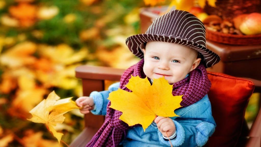 ژست عکس پاییزی کودک دختر و پسر در طبیعت خاص و جالب