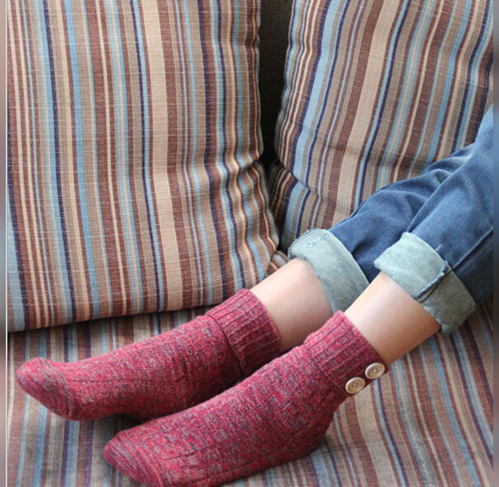جوراب بافتنی زنانه دکمه دار