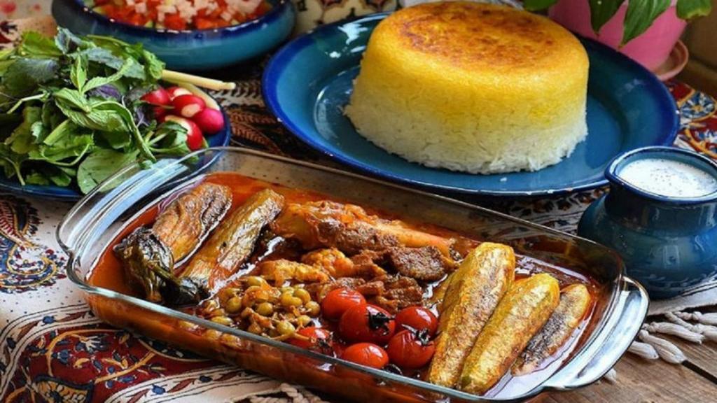 طرز تهیه خورش کدو سبز خوشمزه و جا افتاده مجلسی با گوشت